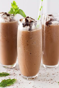 50 More Best Copycat Recipes From Top Restaurants - Copycat Mocha Frappe - Awesome Recipe Knockoffs and Recipe Ideas from Chipotle Restaurant, Starbucks, Olive Garden, Cinabbon, Cracker Barrel, Taco Bell, Cheesecake Factory, KFC, Mc Donalds, Red Lobster, Panda Express http://diyjoy.com/best-copycat-restaurant-recipes