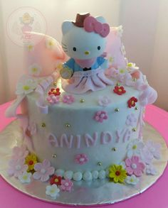 Hello kitty and flowers will never failed  #hellokittycake