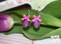 tolle birnenförmige perlen, eingefasst von emailleblütenköpfen und wie gewohnt mit schleifchen gekrönt! ein bisschen haben sie ja was von fröhlich schicken maiglöckchen ;)