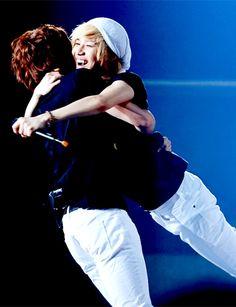 SHINee - Minho & Taemin <3 Such a precious moment!