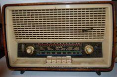 """ANOS DOURADOS: IMAGENS & FATOS: Fevereiro 2015  RÁDIO """"BLAUPUNKT"""" EM SUPER HI-FI   (ANOS 40/50) Vintage Designs, Retro Vintage, Nostalgia, Love Radio, Old Technology, Retro Radios, Antique Radio, Old Computers, Ferrat"""