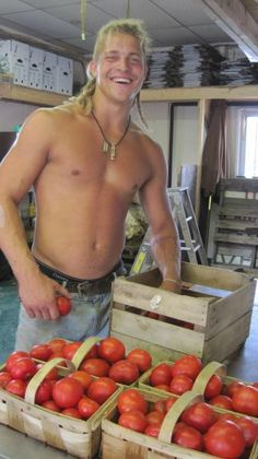 Pete King of with some fresh tomatoes. Hot Men, Sexy Men, Hot Guys, Redneck Boys, Farm Kings, Orange Farm, King Picture, Country Boys, Reyes