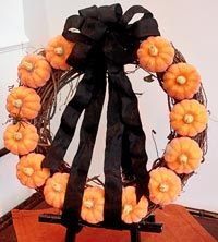 super cute and easy for halloween decorating, or fall with a different ribbon (or raffia)