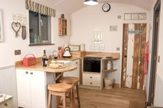 If you like tiny houses with no lofts I think you'll love the Shepherds Delight country style Tiny Cabin with its simple luxuriousness. Decor, Tiny Spaces, House, Home, Shepherds Hut, Tiny House Inspiration, Tiny Kitchen, Country Cabin, Small Living