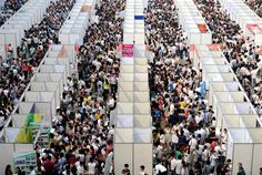 Thousands of job seekers visit booths inside a job fair in Chongqing. Pictures Of The Week, Art Pictures, Cogito Ergo Sum, Job Fair, Photos 2016, Great Wall Of China, Fortification, Skyscraper, Photo Wall