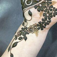 A pioneer in Arabic henna design in the UAE since 1980