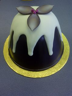 31 days to go till #Christmas ! @zuccherop #christmasiscoming #indulgeyoursenses with Rich Christmas Pudding & Tronco
