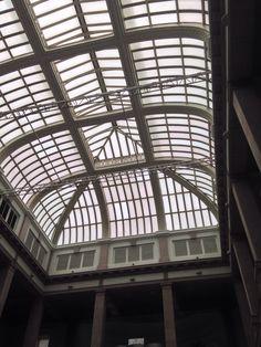 Cuando era niña este techo me impresionaba cuando veía hacia el cielo al llegar al edificio de correos, me encantaba como iluminaba todo el edificio, y como se movían las nubes atravez de este. Ahora es el museo Casa Chihuahua y sigue dando luz como sí fuera ayer.
