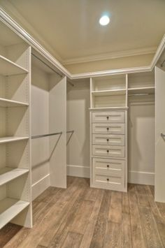 Good closet plan.  I wish I had this closet!!!!  Someday....