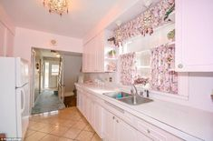 Toronto House 50's Decor -Pretty and pink: This 'hidden gem' of a house in Toronto has been impeccably maintained by...