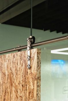 detalle corcho rodamiento panel sosten divisor