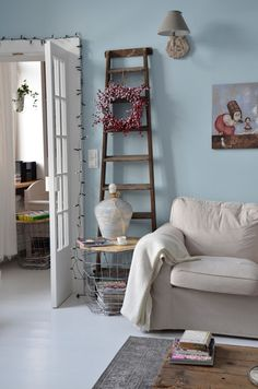 Livingroom in Christmas, decorations Ladder Decor, Ali, Bookcase, Christmas Decorations, Shelves, Living Room, Home Decor, Projects, Shelving