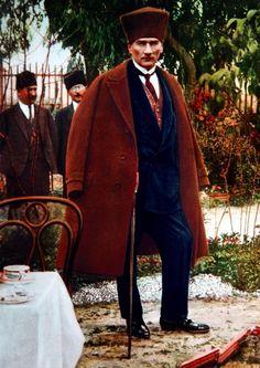 Ataturk Founder of Republic of Turkey Republic Of Turkey, The Republic, Ottoman Turks, Turkish Army, Foto Blog, The Turk, Fathers Love, Great Leaders, Ottoman Empire