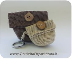 Crochet mini bags - free patterns (ita) ༺✿Teresa Restegui http://www.pinterest.com/teretegui/✿༻