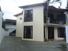 Casa Com 3 Quartos E 2 Suítes Em Porto Seguro - Casa localizada na Av. principal de Porto Seguro 10 minutos da praia próximo ao centro comercial. 380m2(área total) 420m2 (area construida 2...