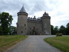 """Château de Combourg - demeure de la famille de l'écrivain Chateaubriand, il décrit dans ses """"Mémoires d'Outre-Tombe"""" les nuits angoissantes passées dans le château réputé hanté par un marquis à la jambe de bois..."""