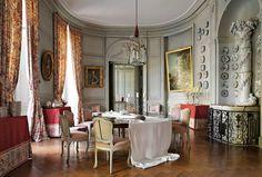 chateau de Montgeoffroy dining room