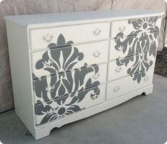 cajonera recuperada y decorada con motivos florales ¡muy original!