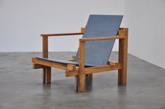 Ultra rare modernist easy chair designed and made by Dutch Architect Jan de Jong (1917-2001) in 1960.