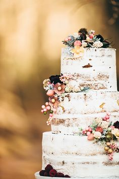 Wedding cake inspiration, wedding cake ideas for autumn wedding. Semi naked cake.
