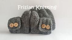 Crochet baby booties, baby uggs, baby hat,  gehaakte baby slofjes, baby shoes, baby schoentjes, new born door Frisianknitting op Etsy