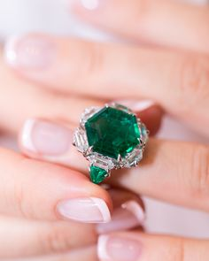 Jewelry OFF! Modern large emerald engagement ring with hexagon cut emerald gemstone and diamonds. Discover modern emerald jewelry on GEMOLOGUE! Emerald Jewelry, Diamond Jewelry, Emerald Gemstone, Danty Jewelry, Emerald Ring Gold, Delicate Jewelry, Simple Jewelry, Diamond Rings, Book Jewelry