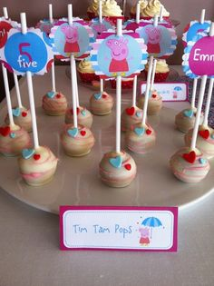 Cake pops at a Peppa Pig Party #peppapig #party