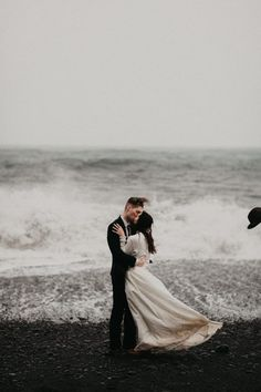 Beach Wedding Photos Dreamy beachy vibes has us obsessed with this shot Elopement Inspiration, Wedding Photography Inspiration, Elope Wedding, Dream Wedding, Winter Wedding Destinations, Destination Weddings, Barn Weddings, Romantic Weddings, Wedding Portraits