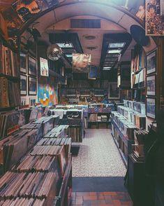 "1,679 Likes, 18 Comments - Vinyl Life (@vinyl_mag) on Instagram: "" from @kekkoviola"""
