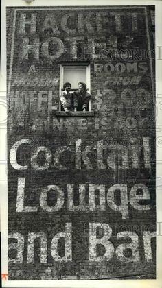 1981 Press Photo Mike Gulliver Goeffrey Curran At Hackett Hotel Marietta Ohio
