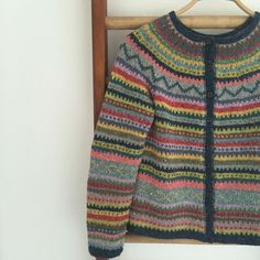 I dag har været endnu en sweaterdag. Jumper Knitting Pattern, Knitting Machine Patterns, Jumper Patterns, Baby Patterns, Creative Knitting, Knitting For Kids, Knitting Designs, Cardigans For Women, Mantel