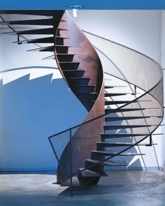 Modern Staircase Design Ideas - Search pictures of modern stairs and uncover design as well as layout ideas to influence your very own modern staircase remodel, consisting of unique barriers and storage . Metal Stairs, Modern Stairs, Stairs Architecture, Architecture Details, Escalier Design, Stair Handrail, Railings, Balustrades, Beautiful Stairs