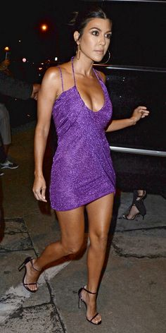 Kourtney Kardashian wore the perfect revenge dress to Kylie's birthday party. Kardashian Style, Kardashian Jenner, Kourtney Kardashian Body, Kim Kardashian Bikini, Kourtney Kardashion, Kardashian Birthdays, Kylie Birthday, Looks Cool, Sexy Legs