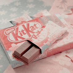 Kit Kat -- Jaemin wasn& one for sweets but he never misses to eat a kitkat . Peach Aesthetic, Aesthetic Themes, Aesthetic Images, Aesthetic Food, Aesthetic Photo, K Fashion, Blush Hour, Imagenes Color Pastel, Soft Grunge