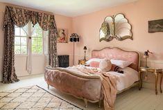 Pearl´s Place is a Bohemian large self-catering country house in Frome, Somerset set within beautiful private grounds Gold Bedroom, Dream Bedroom, Bedroom Decor, Bedroom Inspo, Bed And Breakfast, English Cottage Interiors, Corner House, Luxurious Bedrooms, Romantic Bedrooms