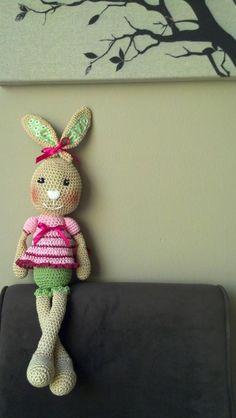 La coneja de la suerte...Frilly-pants bunny from Lillelis