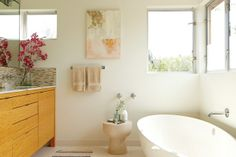 Designer Allison Bloom says that this large, spoon-shaped tub reminded her of a sculpture