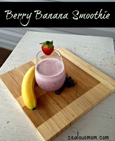 Simple and delicious banana berry smoothie recipe. A healthy treat for family members of all ages. #smoothierecipes @zealousmom.com