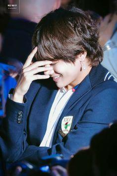 Taehyung blushing is making me blush. Daegu, Bts Taehyung, Bts Bangtan Boy, Jimin Jungkook, Foto Bts, Bts Photo, Bts Kim, V Bts Cute, Bts Pictures