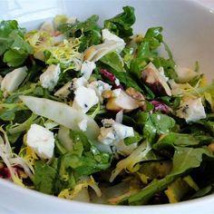 Σαλάτα με μπλε τυρί, μήλο και κουκουνάρι Greek Cooking, Greek Recipes, Lettuce, Spinach, Dips, Salads, Appetizers, Snacks, Meat