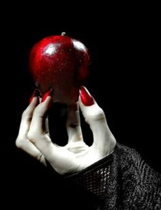 The narcissist is seething with enmity and venom. (Mirror, mirror on the wall).The blog of the Wicked queen - Snow White.