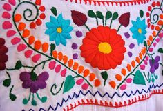 Bobbypin Bandit: Mexican Embroidery inspiration Source by crff Embroidery Needles, Embroidery Thread, Floral Embroidery, Embroidery Patterns, Sewing Patterns, Mexican Rug, Mexican Paintings, Mexican Flowers, Bordado Floral