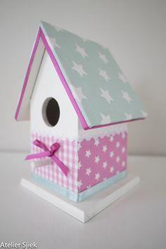 Vogelhuisje wit, roze & mint groen met sterren #vogelhuisje #kinderkamer