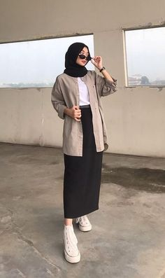 Modest Fashion Hijab, Modern Hijab Fashion, Modesty Fashion, Casual Hijab Outfit, Ootd Hijab, Muslim Fashion, Fashion Outfits, How To Pose, Online Shopping Clothes
