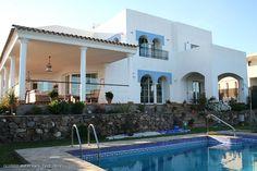 Beach-villa with pool...wow