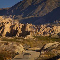 Un camino que te llevará por paisajes, pueblos y momentos apasionantes. Conocé los valles Calchaquíes en #Salta.