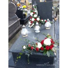 E39 Basket Flower Arrangements, Funeral Flower Arrangements, Modern Flower Arrangements, Grave Flowers, Cemetery Flowers, Funeral Flowers, Flores Funeral, Cemetery Decorations, New Years Decorations
