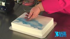 Fun with the Cake Decorating Airbrush Cake Decorating Airbrush, Airbrush Cake, Cake Decorating Techniques, Cake Decorating Tutorials, Airbrush Tutorial, Fondant Tutorial, Edible Spray Paint, Painted Cakes, Decorated Cakes