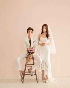 """Elegant and All Natural 37 Korean Wedding Photos to Make Marriage Plans Next Summer - """"Will the bride& flower be with the groom? Pre Wedding Photoshoot, Wedding Poses, Wedding Couples, Wedding Portraits, Wedding Dresses, Korean Couple Photoshoot, Wedding Hair, Marriage Images, Korean Wedding Photography"""