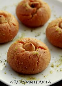I like the desserts made with semolina more. East Dessert Recipes, Dessert Ideas, Sweet Like Chocolate, Tasty, Yummy Food, Mini Cheesecakes, Turkish Recipes, Mini Desserts, Bakery
